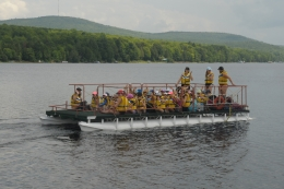 Pontoon boat with Etincelles